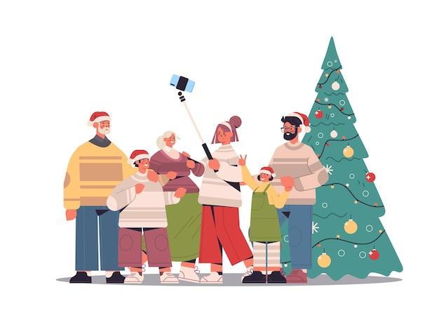 Familie mit mehreren generationen in weihnachtsmützen, die selfie-foto auf smartphone-kamera nahe weihnachtsbaum-neujahrsfeiertagsfeierkonzept horizontale vektorillustration in voller länge machen