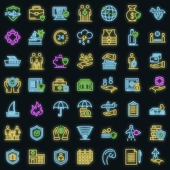 Familie reiseversicherung symbole gesetzt. umrisse von familienreiseversicherungsvektorsymbolen neonfarbe auf schwarz