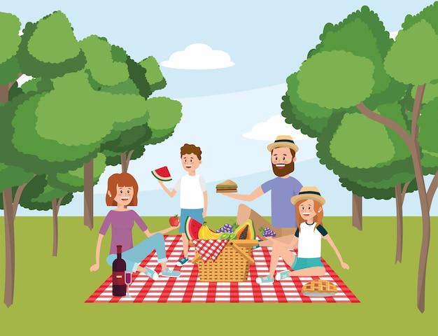 Familie zusammen mit korbpicknick und -bäumen