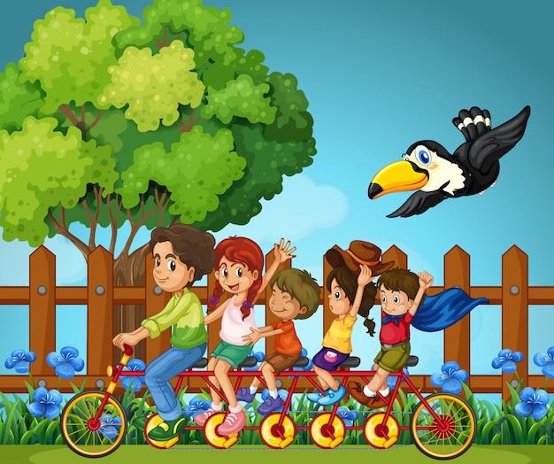 Familienmitglieder, die im park reiten