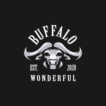 Fantastisches büffel-logo mit schwarzem hintergrund