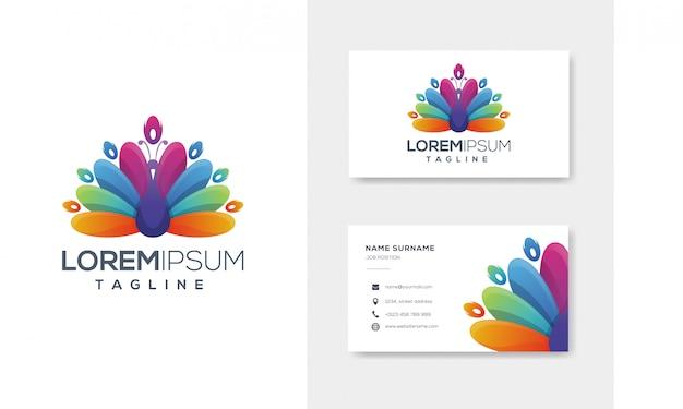 Farbenfrohes abstraktes pfaulogo mit visitenkarte