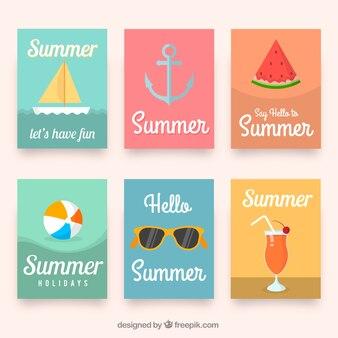 Farbige karten mit flachen sommerartikeln