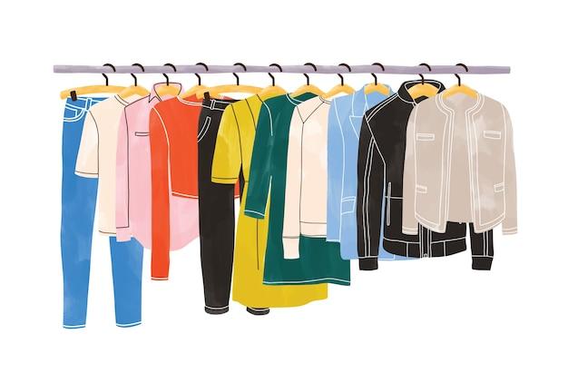 Farbige kleidung oder kleidung, die an kleiderbügeln auf kleiderständer oder schiene hängt, lokalisiert auf weißem hintergrund. organisation oder lagerung von kleidung. innenraum des schranks oder kleiderschranks. hand gezeichnete illustration