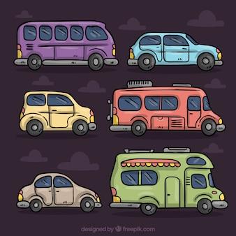 Farbige reihe von verschiedenen fahrzeugen in handgezeichneten stil