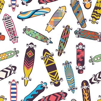 Farbiges nahtloses muster mit verschiedenen skateboards. skateboard zum skateboarden