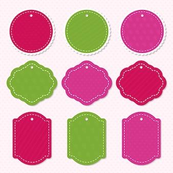 Feiertagsetiketten-schablonensatz mit unterschiedlicher farbe lokalisiert auf herz