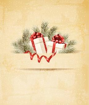 Feiertagshintergrund mit band und roten geschenkboxen