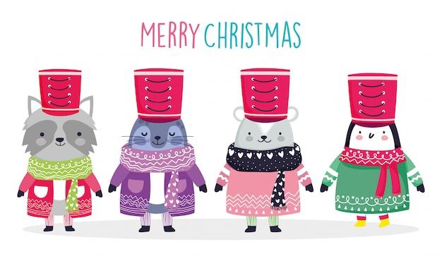 Feierwaschbär-robbenbär und -pinguin der frohen weihnachten mit strickjacke