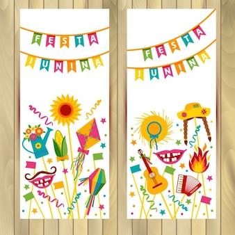 Festa junina dorffest in lateinamerika icons set in der hellen farbe flach stil dekoration fahnen eingestellt auf holz