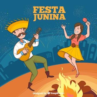 Festa-junina hintergrund mit den spielenden und tanzenden leuten