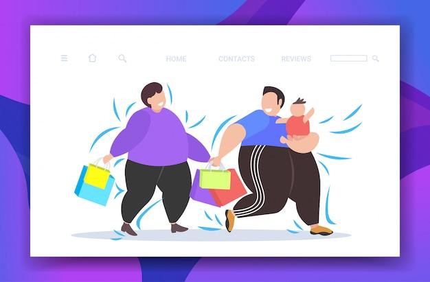 Fette fettleibige männer mit kind, das einkaufstaschen übergewichtige kerle mit kleinem kind hält, die zusammen großen verkaufsfettgewicht-konzeptkopierraum gehen