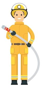Feuerwehrmann im dienst hält einen schlauch