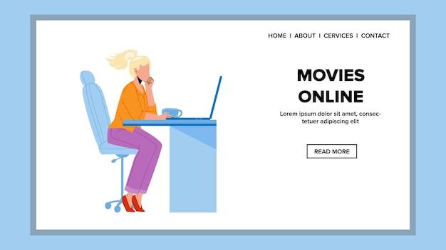 Filme online watch girl auf laptop-bildschirm vektor. junge frau sitzt auf einem stuhl am tisch und schaut sich filmfilme online auf dem computer an. charakter freizeit web-flache cartoon-illustration