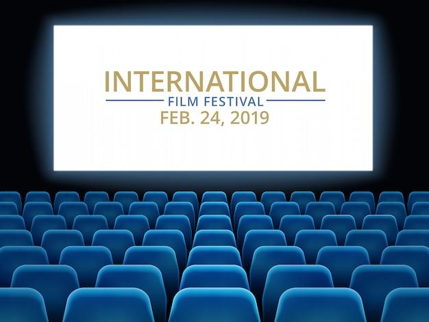 Filmfest. kinohalle mit weißem bildschirm. kino internationales festival