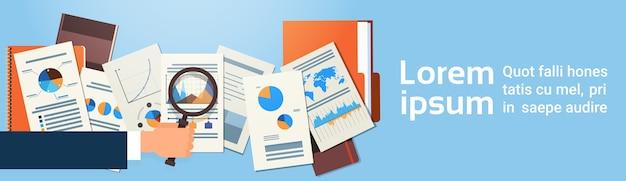 Finanzen diagramm dokumente schreibtisch analyse geschäftsmann hand