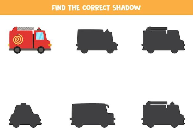 Finde den richtigen schatten des feuerwehrautos. logisches puzzle für kinder.