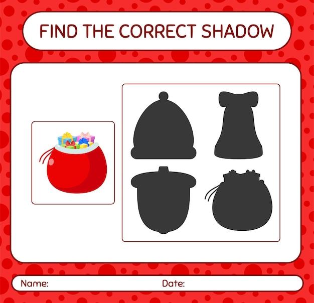 Finden sie das richtige schattenspiel mit santa's bag. arbeitsblatt für kinder im vorschulalter, aktivitätsblatt für kinder