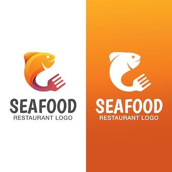 Fisch-farbverlaufslogo mit flacher version. meeresfrüchte restaurant logo vorlage