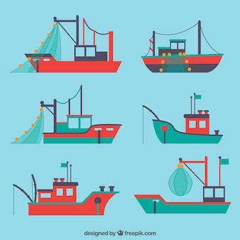 Flache auswahl mit verschiedenen fischerbooten