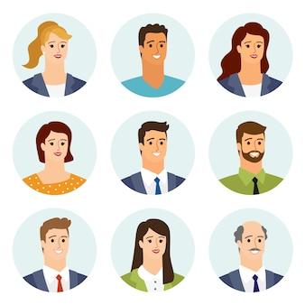 Flache avatare der geschäftsleute, die mit lächelndem gesicht eingestellt werden. mannschaftssammlung