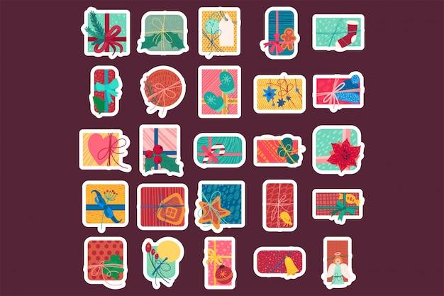 Flache illustration der bunten weihnachtsgeschenkboxen