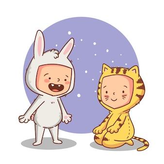 Flache illustration von süßen kindern in halloween-kostümen