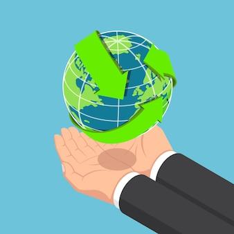 Flache isometrische 3d-geschäftsmannhände, die die welt mit recycling-pfeil halten. ökologie und recycling-konzept.