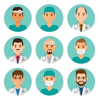 Flache männliche avataras der medizin stellten mit doktoren und krankenschwestern ein