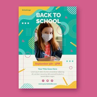 Flache vertikale plakatvorlage für den schulanfang mit foto