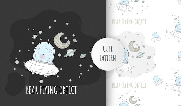 Flaches nahtloses muster niedlichen tierbabybären auf raumschiff-ufo