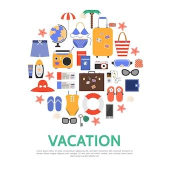 Flaches strandurlaubskonzept mit taschen palm globus sonnenbrille rettungsring brieftasche regenschirm pass tickets