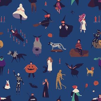 Flaches vektor nahtloses muster der halloween-zeichen. menschen in gruseligen kostümen karikaturillustration