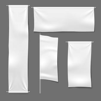 Flagge und hängende banner. weißes leeres textilfahnenbannergewebe horizontales stoffzeichen, textilbänder eingestellt