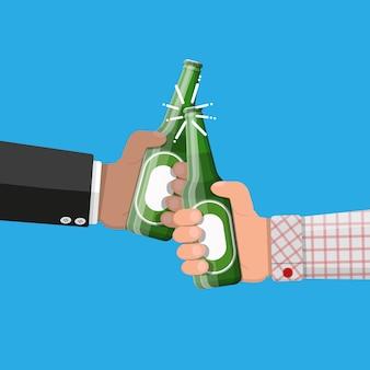 Flasche bier mit glas. bier alkohol trinken.