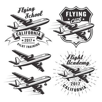 Fliegende schule satz von emblemen, etiketten und elementen mit passagierflugzeug in monochrom auf weißem hintergrund