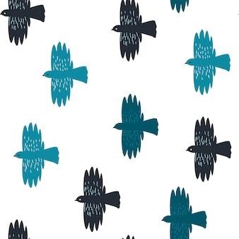 Fliegende vögel in reihe, die in warme länder abreisen