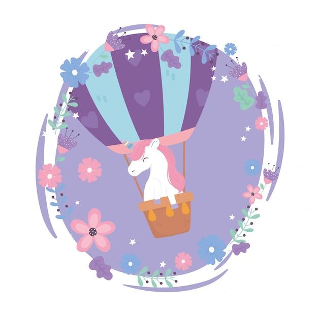 Fliegendes einhorn im heißluftballon blüht niedliche karikaturillustration des himmelphantasie-magietraums
