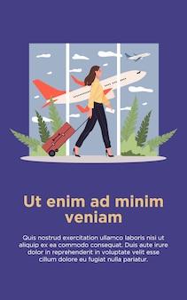 Fluggast mit gepäck, das durch flughafen geht