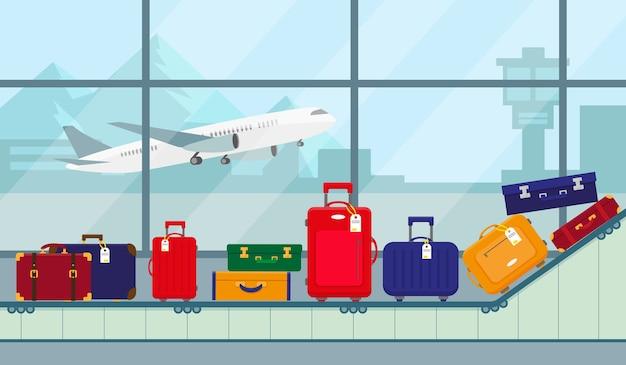 Flughafenförderband mit gepäcktaschen zum durchqueren des terminalförderbandes