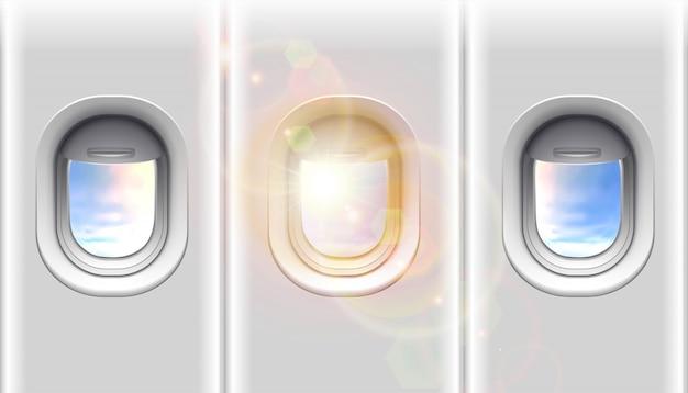 Flugzeugfenster mit sonnenlicht und kopierraum für ihre werbung. auf weißem hintergrund isoliert.
