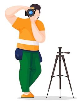 Fotograf oder paparazzi mit kleiner tasche, die foto macht