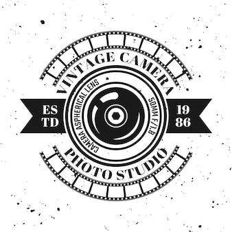 Fotografie-vektor-emblem, etikett, abzeichen oder logo im vintage-monochrom-stil einzeln auf hintergrund mit abnehmbarer grunge-textur