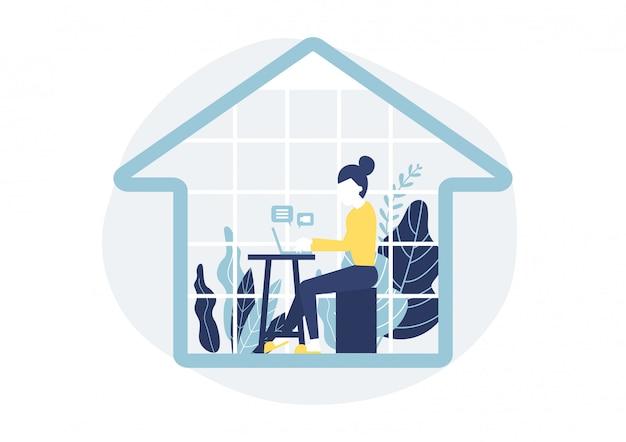 Frau, die an einem schreibtisch im haus mit einem notizbuchcomputer sitzt. work from home-konzept.