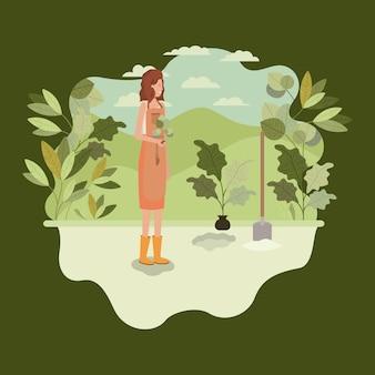 Frau, die baum im park mit schaufel pflanzt