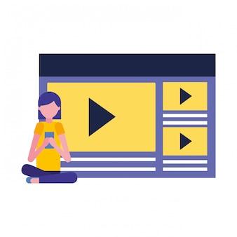 Frau, die bewegliche videoinhaltsmedien verwendet