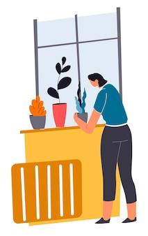 Frau, die das haus putzt, das sich um pflanzen in töpfen kümmert