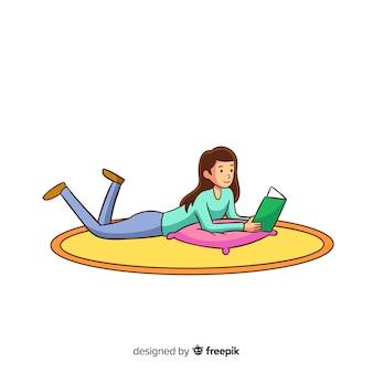 Frau, die ein buch auf dem boden liest