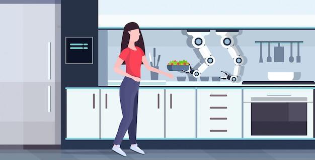 Frau, die essen mit intelligentem handlichem kochroboter vorbereitet, der frischen salat küchenassistent konzeptautomatisierung roboterinnovationstechnologie künstliche intelligenz in voller länge horizontal hält
