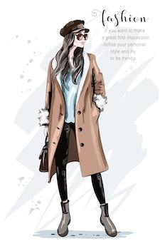 Frau, die für modeabdeckung aufwirft